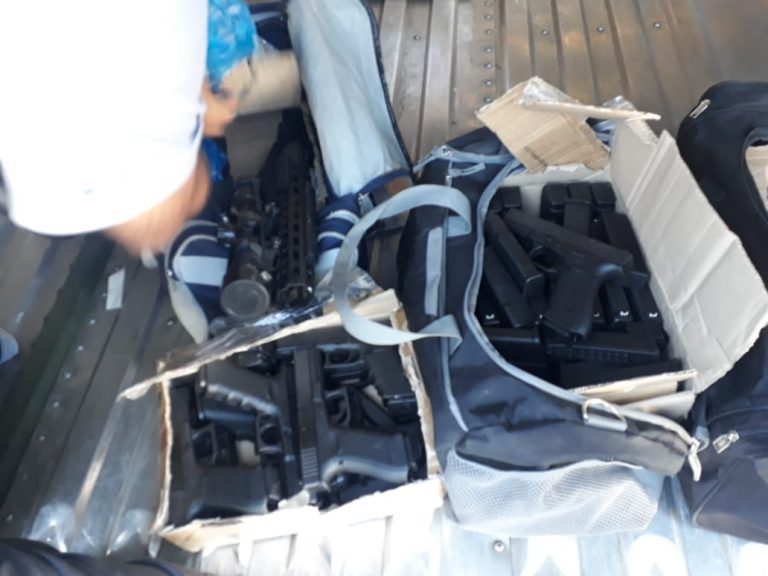Polícia prende três malas de armas que seriam entregues na Rodoviária de Osasco
