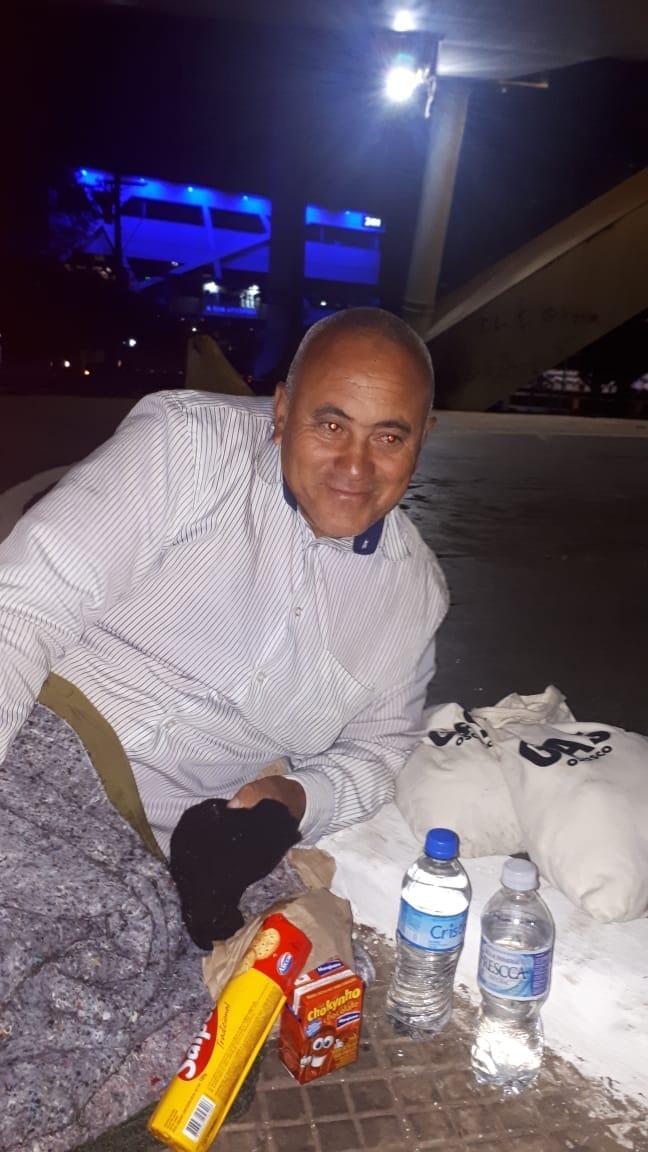 Homem que está morando embaixo do Viaduto Metálico em Osasco quer reencontrar a família que mora em Brasília